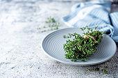 Raw fresh thyme leaves