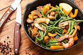 Shrimp with asparagus beans