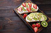 Bruschettas with strawberries, ricotta and kiwi