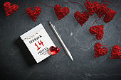 tear-off calendar with German text for Valentine's Day 2020 on top