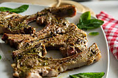 Lamb chops with mint and pepper