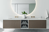Modern bathroom with mirror and washbasins.