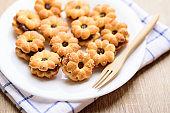 Cracker with pineapple jam (flower shape)