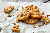 Crunchy cookies with peanut