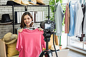 Live streaming for selling fashion online