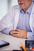 Doctors composed body posture and hand position for successful consultation session