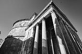 Un angolo del famoso Pantheon, Roma