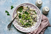 Chiken stewed with leek and mushrooms