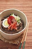 음식,요리도구,한식,한국문화,젓가락,삶은달걀,비빔국수,메밀국수