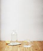 소품,유리잔,레몬,노트,테이블