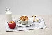 소품,음식,아침식사,우유병,사과,콘프레이크,영양제,나무숟가락