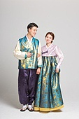 Couple dressed in hanbok