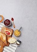 오브젝트,도마,음식,빵,바게트,단면,잼병,딸기잼,천,주방집게