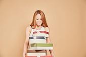 한국인, 여성 (성별), 선물 (인조물건), 수줍음 (감정)