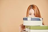 한국인, 여성 (성별), 선물 (인조물건), 숨기