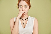 한국인, 여성 (성별), 우울 (슬픔), 슬픔, 스트레스, 걱정 (어두운표정), 불안 (컨셉)