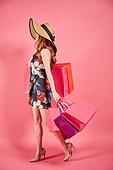 한국인, 여성, 패션, 쇼핑, 쇼핑백, 무표정, 걷기, 들어올리기 (신체활동)