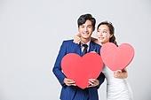 한국인, 남성, 여성, 누끼, 결혼, 웨딩드레스 (드레스), 예복, 하트, 사랑 (컨셉), 미소, 행복, 어깨동무