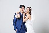 한국인, 결혼, 신랑, 신부 (결혼식역할), 웨딩드레스 (드레스), 결혼식, 부케, 포옹, 행복