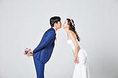 한국인, 결혼, 신랑, 신부 (결혼식역할), 웨딩드레스 (드레스), 키스 (입사용), 사랑 (컨셉), 행복, 미소