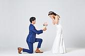 한국인, 결혼, 신랑, 신부 (결혼식역할), 웨딩드레스 (드레스), 부케, 결혼식, 행복, 수줍음, 무릎꿇기