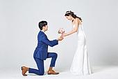 한국인, 결혼, 신랑, 신부 (결혼식역할), 웨딩드레스 (드레스), 부케, 결혼식, 허락, 행복, 무릎꿇기, 수줍음