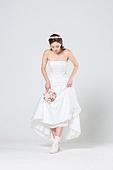 한국인, 신부 (결혼식역할), 웨딩드레스, 결혼 (사건), 응시, 무표정