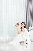 한국인, 신부 (결혼식역할), 웨딩드레스, 결혼 (사건), 부케, 미소, 대만족 (컨셉)