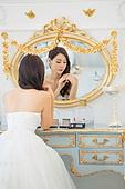 한국인, 신부 (결혼식역할), 웨딩드레스, 결혼 (사건), 거울, 화장대