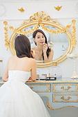 한국인, 신부 (결혼식역할), 결혼 (사건), 거울, 화장대, 립스틱, 화장 (미용제품)