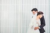 한국인, 신랑, 신부 (결혼식역할), 결혼, 웨딩드레스, 사랑 (컨셉), 행복, 미소, 포옹 (잡기)