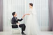 한국인, 신랑, 신부 (결혼식역할), 결혼, 행복, 미소, 손잡기