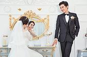 한국인, 신랑, 신부 (결혼식역할), 결혼 (사건), 웨딩드레스, 사랑 (컨셉), 행복, 미소, 귀걸이 (보석), 거울