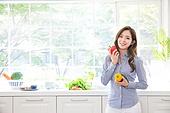 한국인, 여성 (성별), 부엌, 싱크대 (가정용품[고정]), 싱글라이프 (주제), 미소