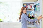 한국인, 여성, 냉장고, 음식준비 (움직이는활동), 열기 (움직이는활동), 푸드스타일리스트
