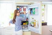 한국인, 여성, 냉장고, 음식준비 (움직이는활동), 열기 (움직이는활동), 푸드스타일리스트, 뒷모습