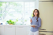 한국인, 여성, 냉장고, 음식준비 (움직이는활동), 푸드스타일리스트, 생각하는 (정지활동)