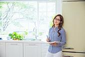 한국인, 여성, 냉장고, 음식준비 (움직이는활동),푸드스타일리스트, 미소