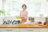 한국인, 여성, 싱글라이프 (주제), 음식준비 (움직이는활동), 푸드스타일리스트, 싱크대 (가정용품[고정]), 스토브 (주방가전제품)