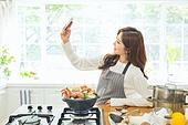 한국인, 여성, 요리하기 (음식준비), 부엌, 요리사, 푸드스타일리스트, 스마트폰, 촬영, 싱글라이프 (주제)
