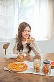 한국인, 여성 (성별), 디톡스, 차 (뜨거운음료), 레몬차, 싱글라이프 (주제), 마시기 (입사용), 미소