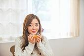 한국인, 여성 (성별), 디톡스, 차 (뜨거운음료), 레몬차, 싱글라이프 (주제), 미소, 마시기 (입사용)