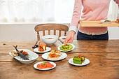 한국인, 여성, 음식, 식사, 저녁식사 (식사), 상차림 (움직이는활동), 반찬, 혼밥, 이터테이먼트,식탁