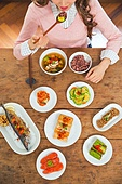 식사, 음식, 한국음식 (아시아음식), 고등어구이, 식탁, 사람손 (몸), 밥 (음식), 혼밥, 탑앵글, 먹기 (입사용)