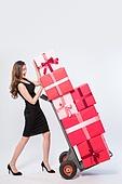20대여자, 선물상자, 한국인, 라이프스타일, 파티, 블랙프라이데이, 코리아세일페스타, 쇼핑, 세일 (사건), 쇼핑카트 (소매업장비), 짐수레 (미는손수레)