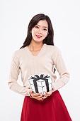 20대여자, 누끼, 한국인, 라이프스타일, 선물상자, 축하이벤트 (사건), 크리스마스, 겨울, 크리스마스선물