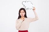 20대여자, 누끼, 한국인, 말풍선, 숙고 (컨셉), 생각하는 (정지활동), 아이디어 (컨셉), 걱정 (어두운표정)