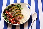 음식, 요리 (음식상태), 퓨전요리 (음식상태),세로줄무늬,파랑,접시,덮밥,아보카도