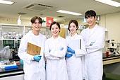 한국인, 대학생, 과학자 (전문직), 과학실험 (사건), 실험실, 생명공학 (생물학), 연구 (주제), 휴식