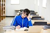 남성, 대학생, 청년 (성인), 취업준비생 (역할), 트레이닝복 (운동복), 청년실업, 도서관